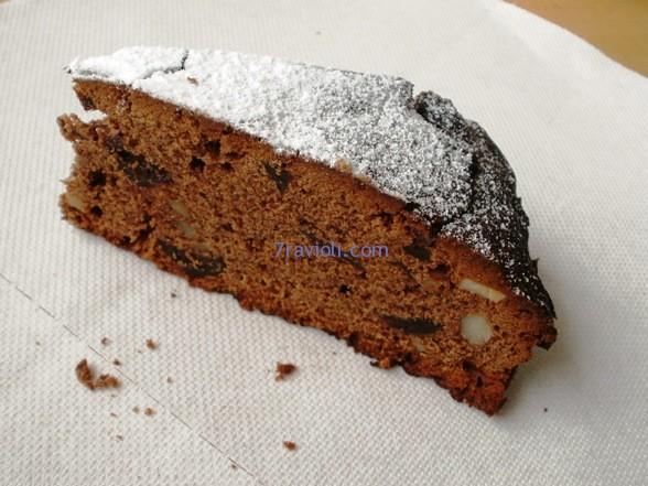 šokoladinis pyragas su džiovintomis slyvomis
