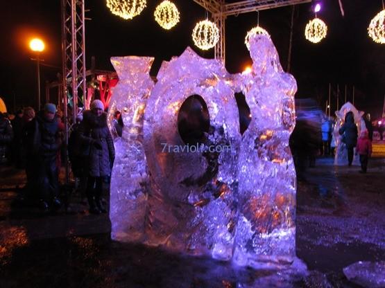 Inese Ūlande un Donāts Mockus. Negali sakyti, kad buvai festivalyje, jei neturi nuotraukos su ledo sargybinių saugomu savo veidu.