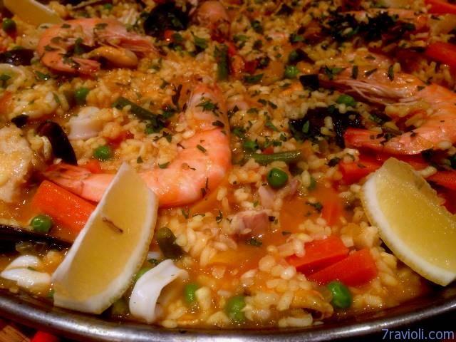 paella su jūros gėrybėmis
